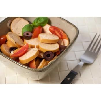 Wurstel Servelade tagliati a rondelle, crudi, nell'insalata