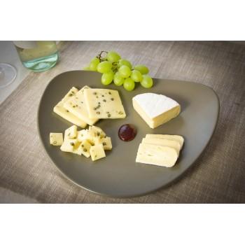Piatti di formaggi, uva e mostarda
