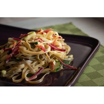 Fettuccine paglia e fieno con speck e zucchine