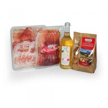 Un kit speciale per sorprendere la persona amata: sciropppo di sambuco per il Hugo, salumi e pane per gli stuzzichini