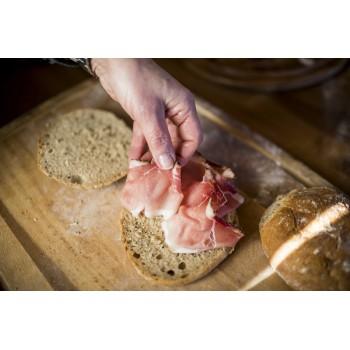 pane alla segale farcito con speck